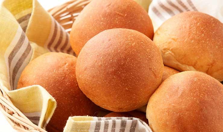 外はパリッとして中はもちもちの大豆パン